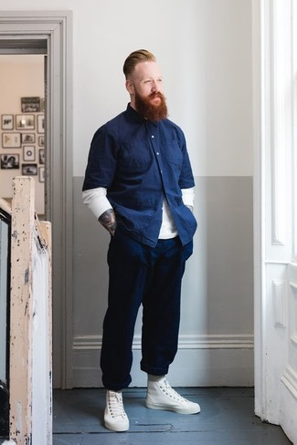 How to wear: white leather high top sneakers, navy chinos, navy chambray short sleeve shirt, white crew-neck sweater