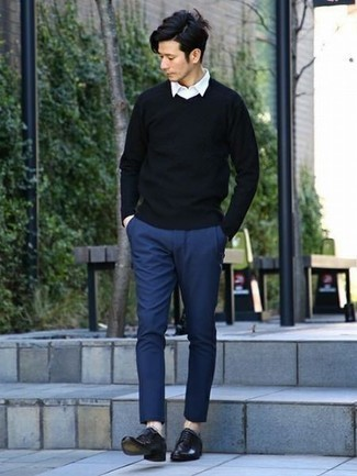 How to Wear Black Leather Derby Shoes: This relaxed combination of a black v-neck sweater and navy chinos is very easy to pull together without a second thought, helping you look amazing and ready for anything without spending too much time going through your closet. Perk up your ensemble by wearing a pair of black leather derby shoes.