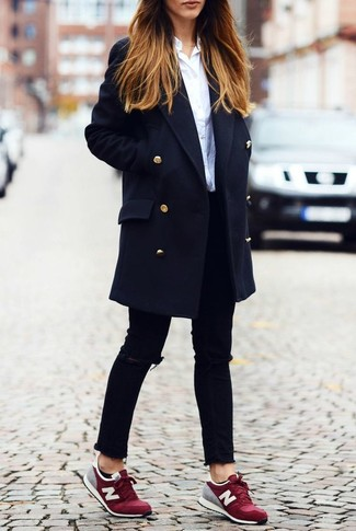This combo of a dark blue coat and black destroyed skinny jeans is a safe bet for an effortlessly cool look. For a more relaxed take, choose a pair of oxblood low top sneakers.
