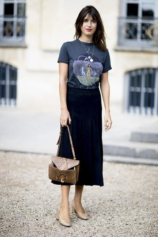 How to wear: navy print crew-neck t-shirt, black pleated midi skirt, tan leather mules, tan snake leather crossbody bag