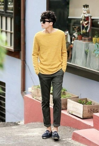 How to Wear a Mustard Crew-neck Sweater For Men: To don a laid-back outfit with a twist, you can easily go for a mustard crew-neck sweater and dark green chinos. Our favorite of an infinite number of ways to complement this ensemble is navy suede driving shoes.