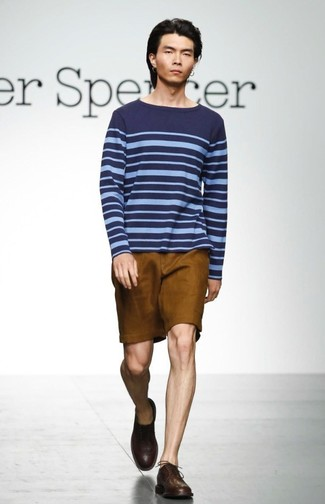 How to wear: navy horizontal striped crew-neck sweater, tobacco shorts, dark brown leather derby shoes