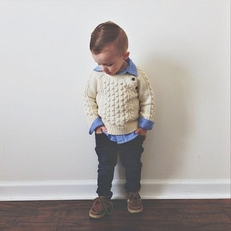 How to wear: brown boat shoes, navy jeans, blue long sleeve shirt, beige sweater