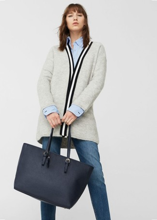 How to wear: navy leather tote bag, navy jeans, light blue dress shirt, grey open cardigan