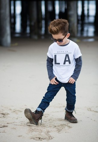 How to wear: dark brown boots, navy jeans, navy long sleeve t-shirt, white t-shirt