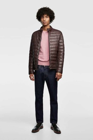 How to wear: black leather derby shoes, navy jeans, pink crew-neck sweater, dark brown quilted leather bomber jacket