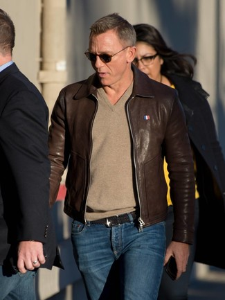 How to wear: black woven leather belt, navy jeans, tan v-neck sweater, dark brown leather bomber jacket