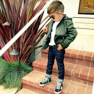 How to wear: black sneakers, navy jeans, white t-shirt, olive jacket