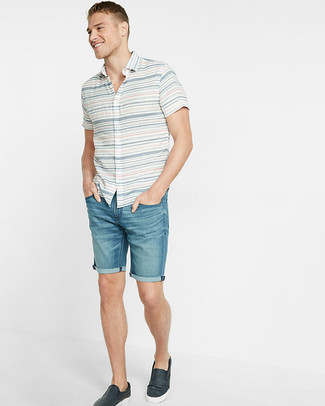 How to wear: navy leather slip-on sneakers, blue denim shorts, white horizontal striped short sleeve shirt