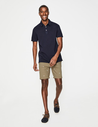 How to wear: navy polo, tan shorts, navy suede boat shoes