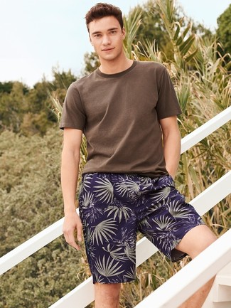 How to wear: navy print shorts, brown crew-neck t-shirt