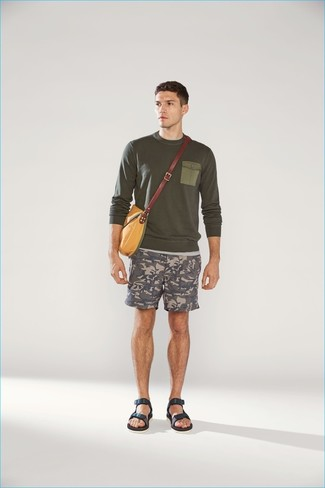 How to wear: mustard canvas messenger bag, navy leather sandals, grey camouflage shorts, olive crew-neck sweater