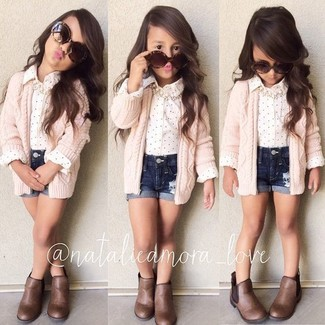 How to wear: brown boots, navy denim shorts, white long sleeve shirt, pink cardigan
