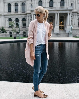 How To Wear Blue Jeans With Tan Leopard Suede Loafers For