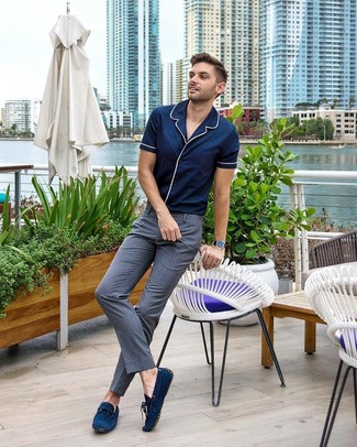How to wear: navy suede driving shoes, grey dress pants, navy short sleeve shirt