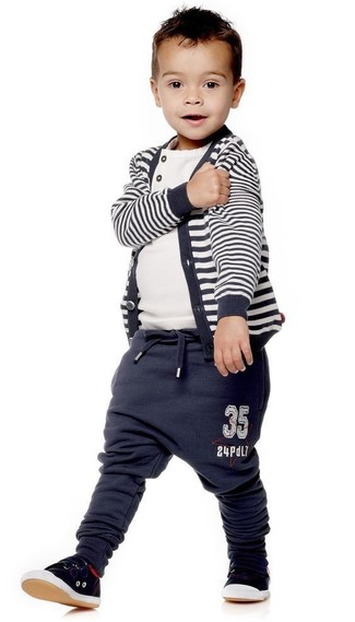How to wear: black sneakers, navy sweatpants, white t-shirt, navy horizontal striped cardigan