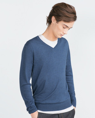 How to wear: navy v-neck sweater, white crew-neck t-shirt, navy jeans
