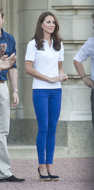 How to wear: navy wedge pumps, blue skinny jeans, white polo