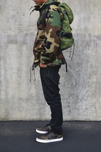 How to wear: olive camouflage backpack, black jeans, olive camouflage parka