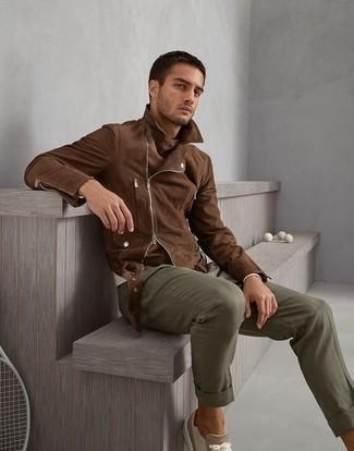 How to wear: beige suede low top sneakers, olive chinos, beige crew-neck sweater, brown suede biker jacket