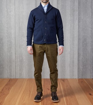 How to wear: black leather casual boots, olive chinos, light blue long sleeve shirt, navy shawl cardigan