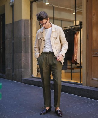 How to wear: burgundy leather loafers, olive chinos, white crew-neck t-shirt, beige linen field jacket