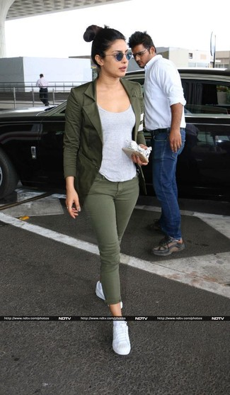 How to wear: white low top sneakers, olive skinny jeans, grey tank, olive blazer