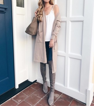Consider teaming a beige open cardigan with a New Look women's Lilo Handbag Mid Grey, if you feel like relaxed dressing without looking like a hobo. Bump up the cool of your ensemble by wearing grey suede over the knee boots. This outfit is super comfortable and will help you out in transeasonal weather.