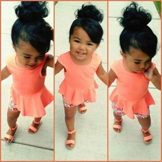 How to wear: orange sandals, pink shorts, orange tank top