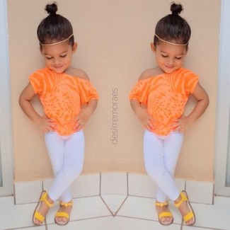 How to wear: orange t-shirt, white leggings, yellow sandals