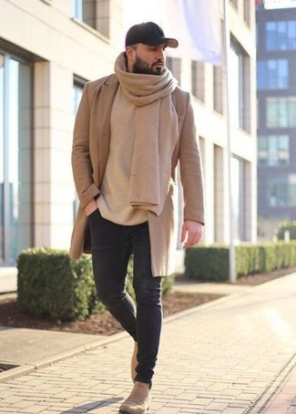 How to wear: camel overcoat, beige crew-neck sweater, black skinny jeans, beige suede chelsea boots
