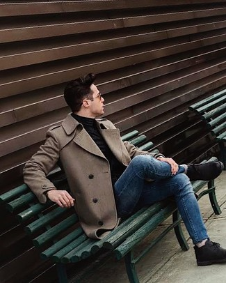 How to wear: brown overcoat, black turtleneck, blue skinny jeans, black suede desert boots