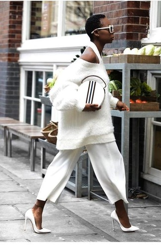 How to wear: white textured oversized sweater, white culottes, white leather pumps, white and black leather clutch