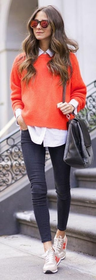 Go for a red knit oversized sweater and charcoal skinny jeans for comfort dressing from head to toe. Round off with beige low top sneakers and off you go looking smashing. An amazing example of transeasonal style, this ensemble is a staple come warmer weather.
