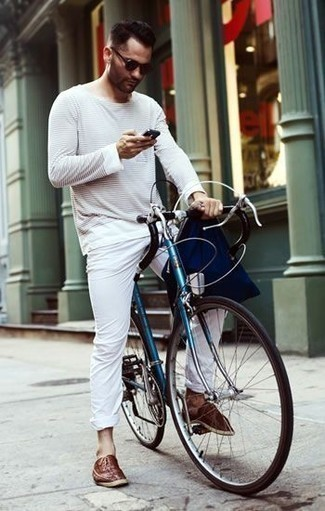 Men's Looks & Outfits: What To Wear In 2020: A white horizontal striped long sleeve t-shirt and white chinos are a cool combo to have in your daily casual collection. Put an elegant spin on an otherwise utilitarian ensemble by rocking a pair of brown leather oxford shoes.