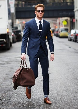How to wear: brown canvas holdall, brown leather oxford shoes, white dress shirt, navy suit