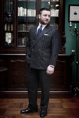 How to Wear a White Pocket Square: Make a charcoal vertical striped suit and a white pocket square your outfit choice if you wish to look casual and cool without putting in too much effort. If you want to instantly dress up your outfit with a pair of shoes, complete this look with a pair of black leather oxford shoes.