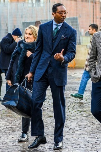 How to Wear a Duffle Bag For Men: A perfectly pulled together pairing of a navy vertical striped three piece suit and a duffle bag will set you apart instantly. Tap into some Ryan Gosling dapperness and spruce up your look with a pair of black leather oxford shoes.