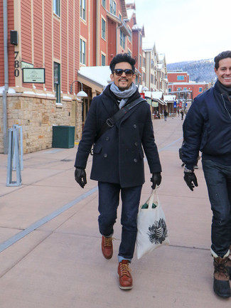 How to wear: navy pea coat, black hoodie, navy jeans, tobacco leather casual boots