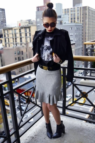 How to Wear a Black Print Crew-neck Sweater For Women: This pairing of a black print crew-neck sweater and a grey pencil skirt will hallmark your styling expertise even on off-duty days. Finishing off with black leather ankle boots is a fail-safe way to inject an extra touch of style into this ensemble.