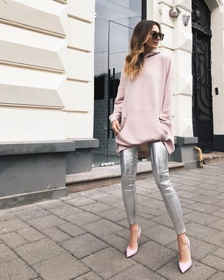 How to wear: pink oversized sweater, silver leather skinny pants, pink leather pumps