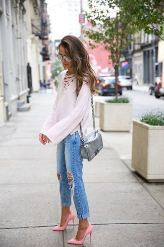 How to wear: silver quilted leather crossbody bag, pink leather pumps, blue ripped boyfriend jeans, white knit oversized sweater