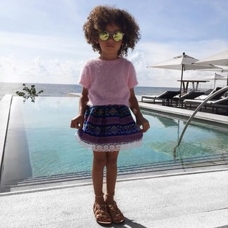 How to wear: pink sweater, navy skirt, tan sandals, gold sunglasses