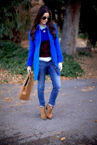 How to wear: blue ripped skinny jeans, light blue polo, blue crew-neck sweater, blue coat