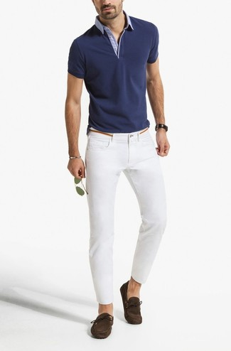 How to wear: navy polo, white skinny jeans, dark brown suede driving shoes, gold sunglasses