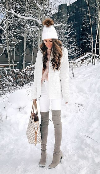This pairing of a white puffer coat and a grey leather tote bag will set you apart effortlessly. Got bored with this look? Enter grey suede over the knee boots to change things up a bit. The arrival of cold weather needn't mean you sacrifice on style, and this look proves just that.