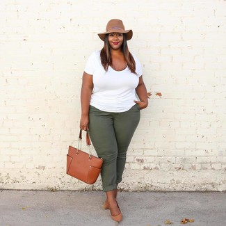 How to wear: tobacco leather tote bag, tan leather pumps, dark green chinos, white crew-neck t-shirt