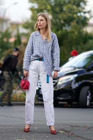 How to Wear White Jeans For Women: A light blue gingham dress shirt and white jeans are a go-to combination for many style-conscious women. A pair of red leopard suede pumps acts as the glue that ties this outfit together.