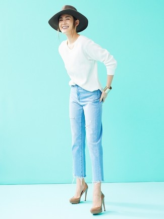How to wear: grey wool hat, brown leather pumps, light blue ripped jeans, white v-neck sweater