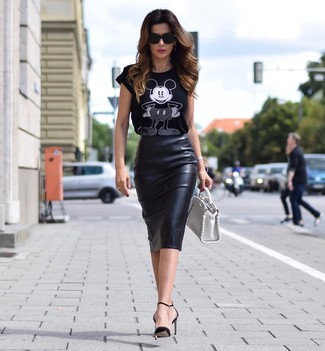 How to wear: white leather handbag, black leather pumps, black leather pencil skirt, black and white print crew-neck t-shirt